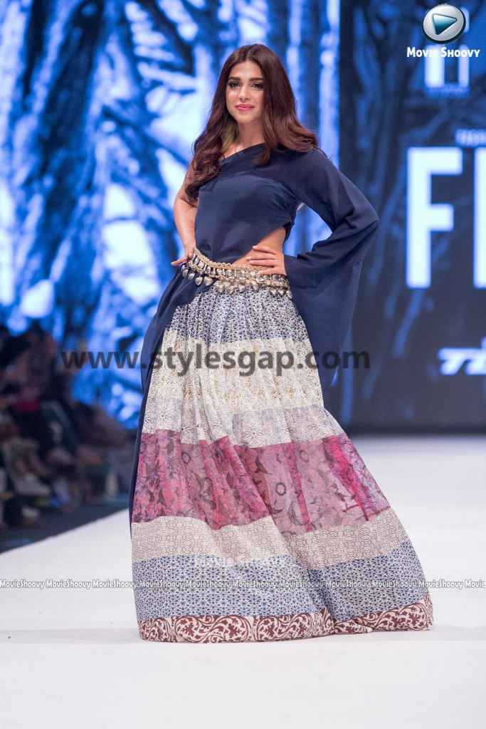 SONIYA HUSAIN- Showstopper in fashion week Pakistan 2016-2017 (2)