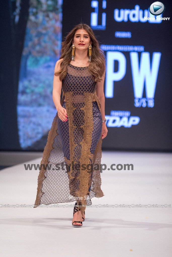 SYRA SHEROZ-  Showstopper in fashion week Pakistan 2016-2017  (1)