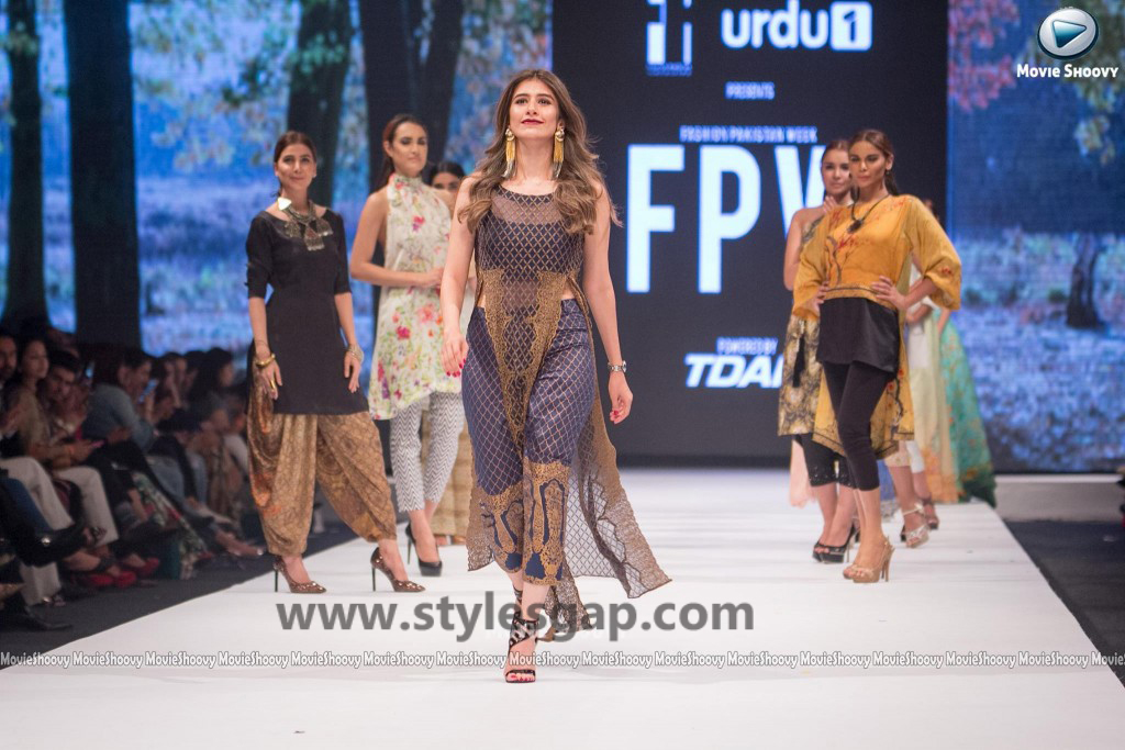 SYRA SHEROZ-  Showstopper in fashion week Pakistan 2016-2017  (2)