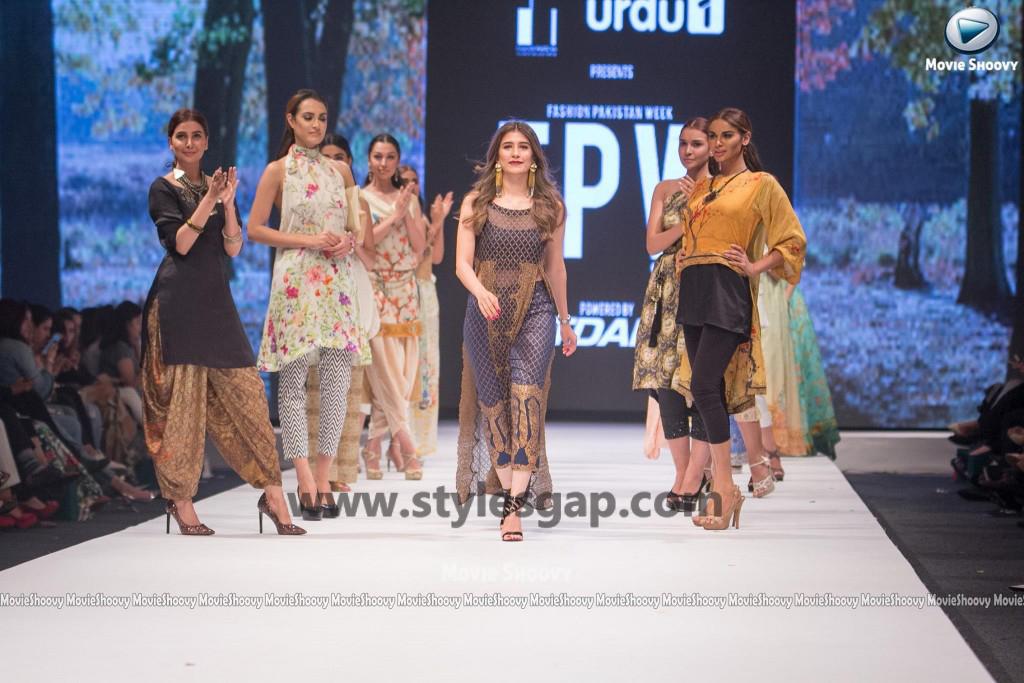 SYRA SHEROZ-  Showstopper in fashion week Pakistan 2016-2017  (3)