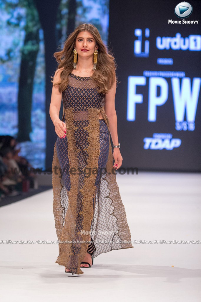 SYRA SHEROZ-  Showstopper in fashion week Pakistan 2016-2017  (4)