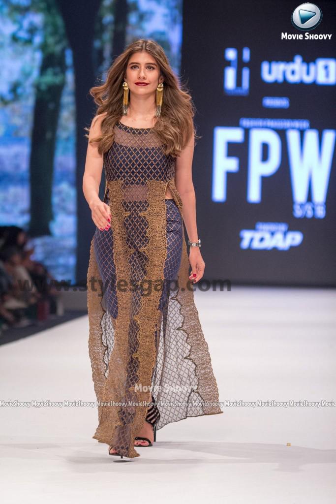 SYRA SHEROZ- Showstopper in fashion week Pakistan 2016-2017 (4)