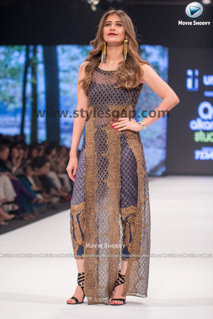 SYRA SHEROZ-  Showstopper in fashion week Pakistan 2016-2017  (5)