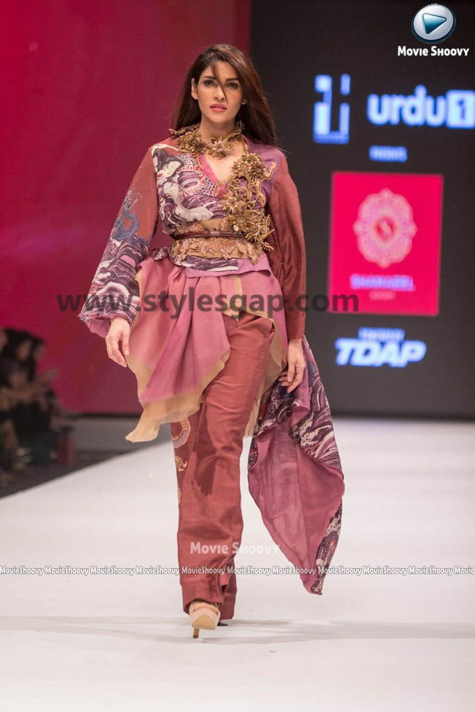 ZALAY SARHADI- Showstopper in fashion week Pakistan 2016-2017 (3)