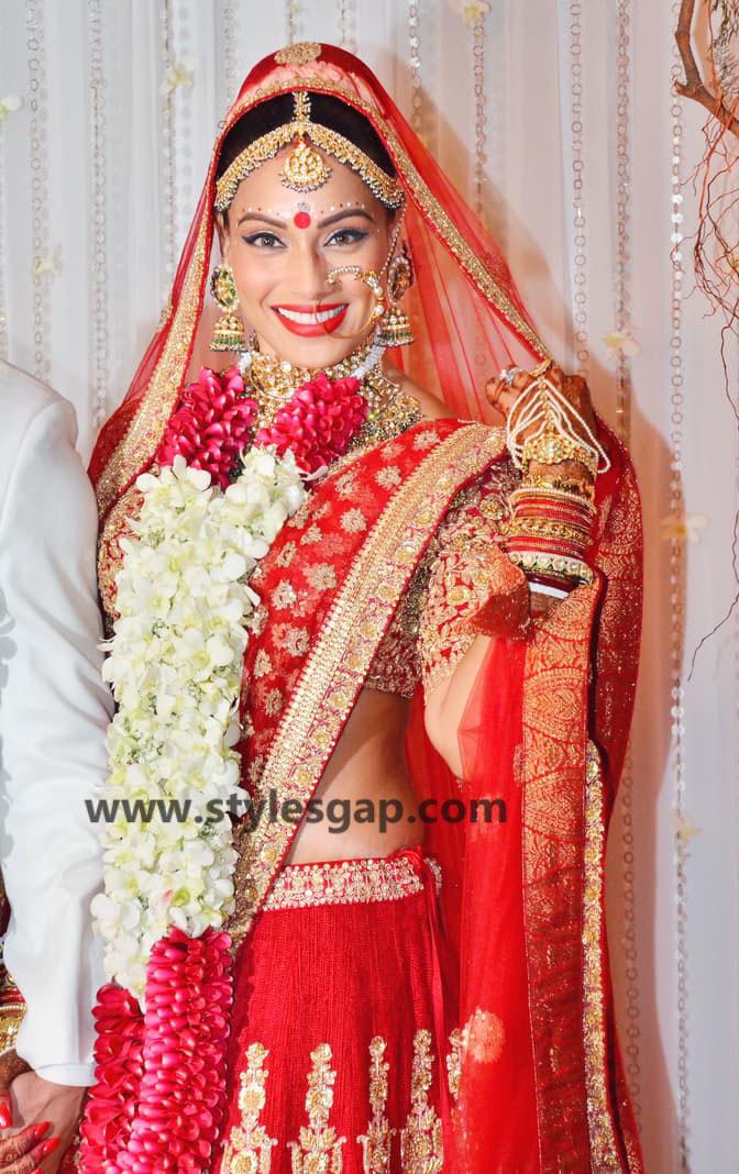 Bipasha-basu-and-karan-singh-grover-Wedding-sabyasachi wedding dress