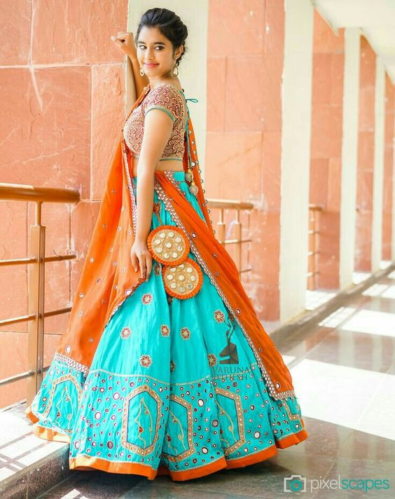 f2a5397745ce7 Go colorful for the mehndi occasions. Choose dark shades for Barat and  light  pastel ones for reception functions. I hope this article helps you a  bit.