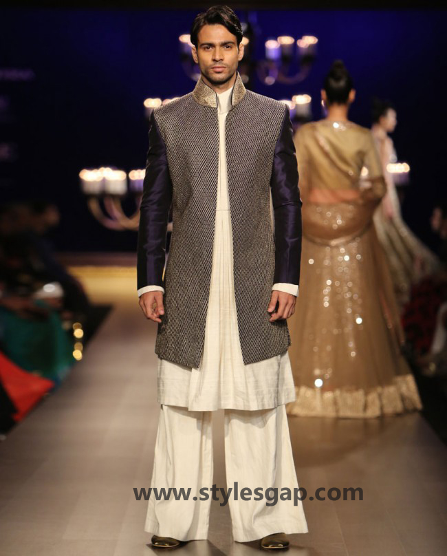 Manish Malhotra Wedding Sherwanis & Party Suits for Men 2016-2017 Collection (17)