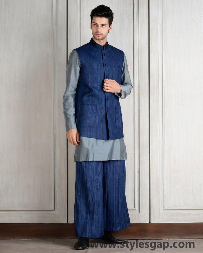 Manish Malhotra Wedding Sherwanis & Party Suits for Men 2016-2017 Collection (24)
