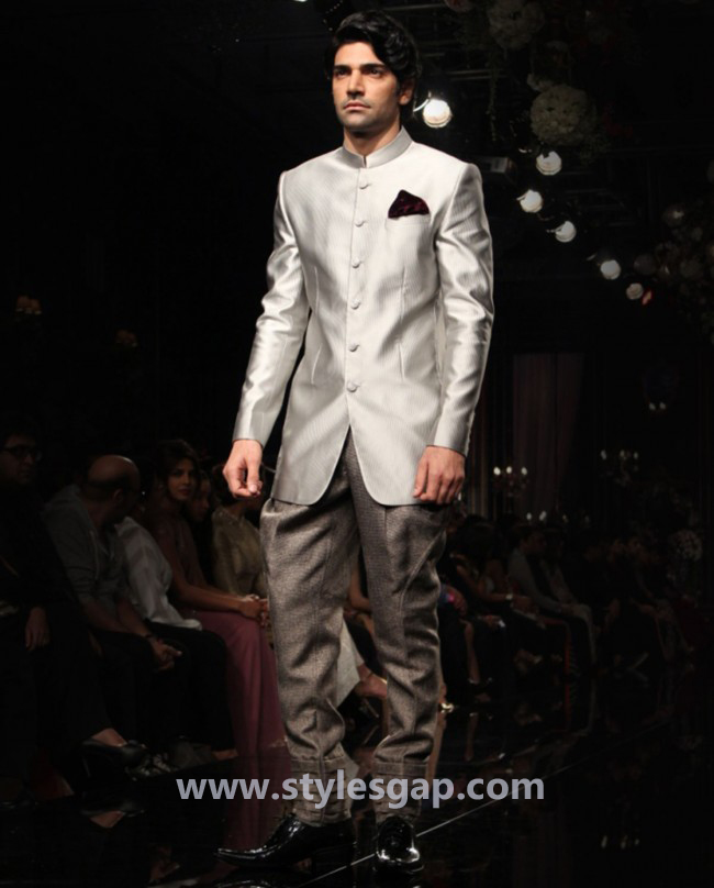 Manish Malhotra Wedding Sherwanis & Party Suits for Men 2016-2017 Collection (26)