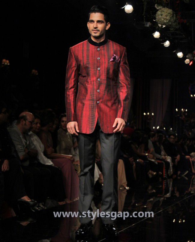 Manish Malhotra Wedding Sherwanis & Party Suits for Men 2016-2017 Collection (27)