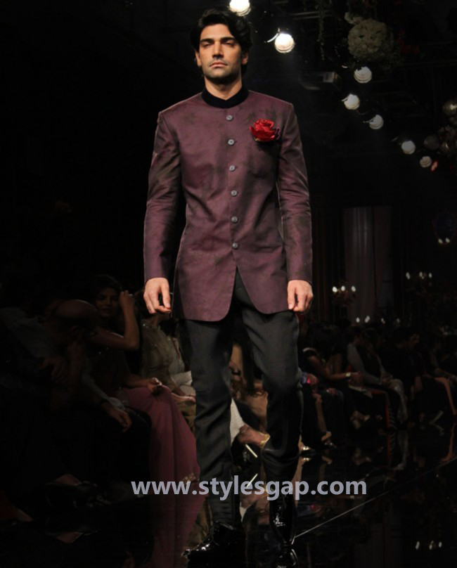 Manish Malhotra Wedding Sherwanis & Party Suits for Men 2016-2017 Collection (28)