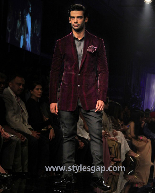 Manish Malhotra Wedding Sherwanis & Party Suits for Men 2016-2017 Collection (29)