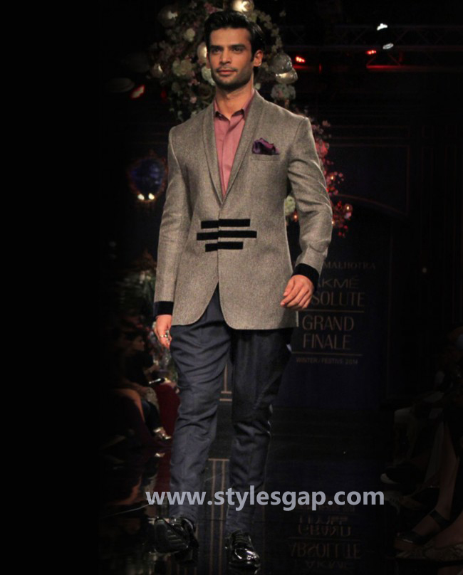 Manish Malhotra Wedding Sherwanis & Party Suits for Men 2016-2017 Collection (30)