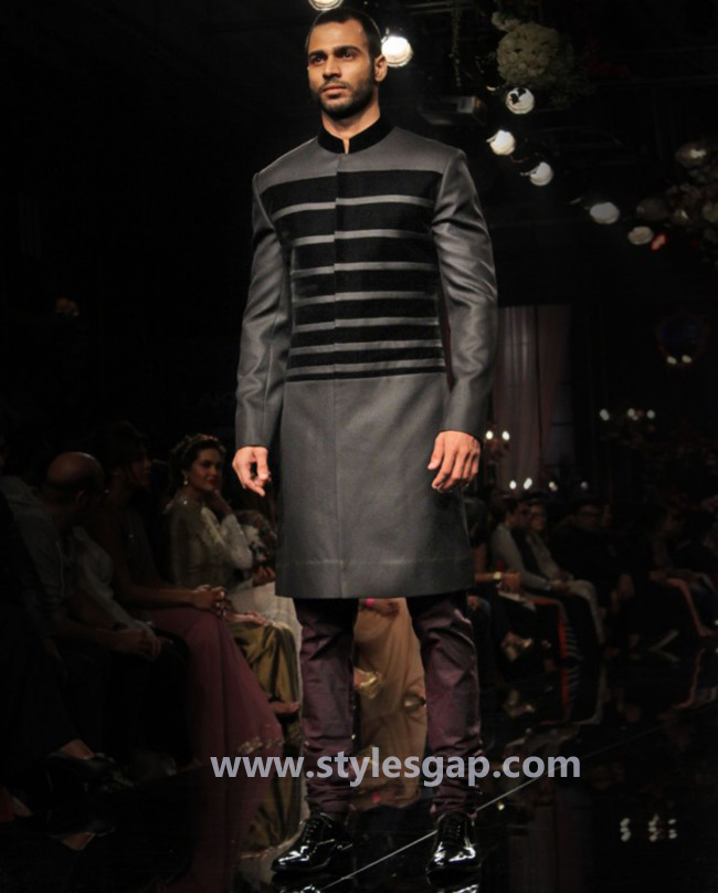 Manish Malhotra Wedding Sherwanis & Party Suits for Men 2016-2017 Collection (31)