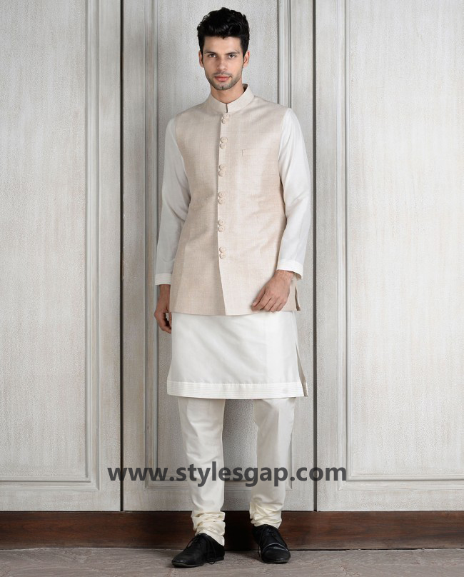 Manish Malhotra Wedding Sherwanis & Party Suits for Men 2016-2017 Collection (36)