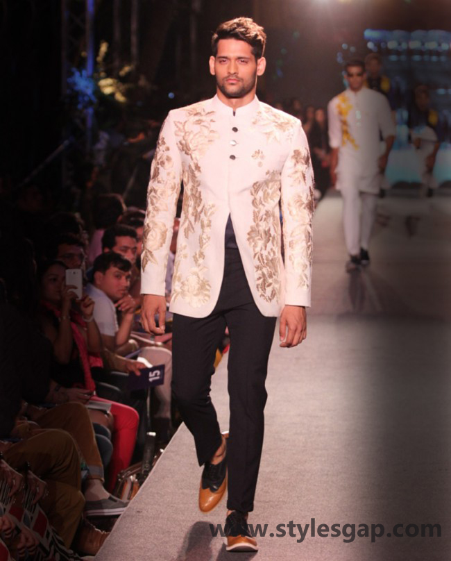 Manish Malhotra Wedding Sherwanis & Party Suits for Men 2016-2017 Collection (4)