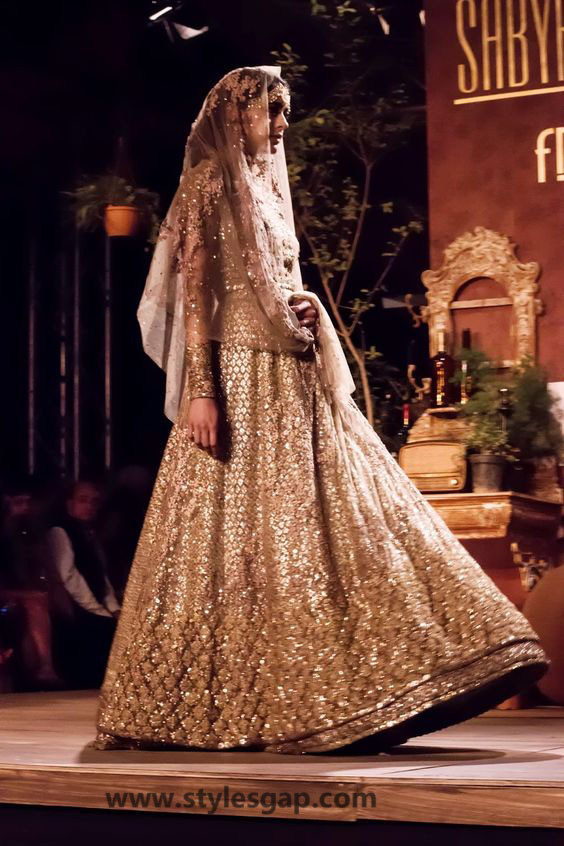 Sabyasachi Mukherjee Latest Wedding Dresses 2016-2017 Collection. Lehengas, Sarees (15)