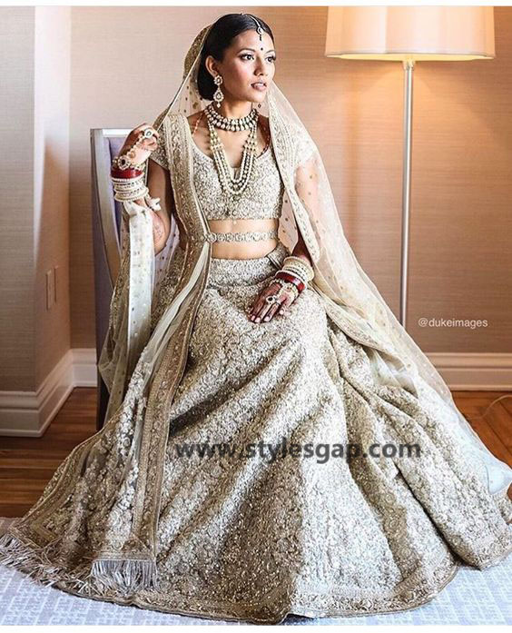 Sabyasachi Mukherjee Latest Wedding Dresses 2016-2017 Collection. Lehengas, Sarees (5)