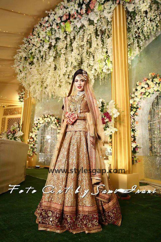 Sabyasachi Mukherjee Latest Wedding Dresses 2016-2017 Collection. Lehengas, Sarees (6)