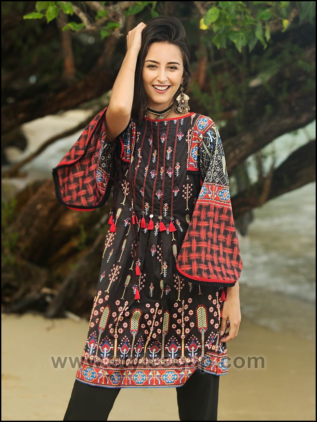 a1dff76ad8 Stitching of such shirts slightly differs from stitching a kameez or frock.  Here we are sharing the Summer Fashion Lawn Kurti Designs Trends Latest ...