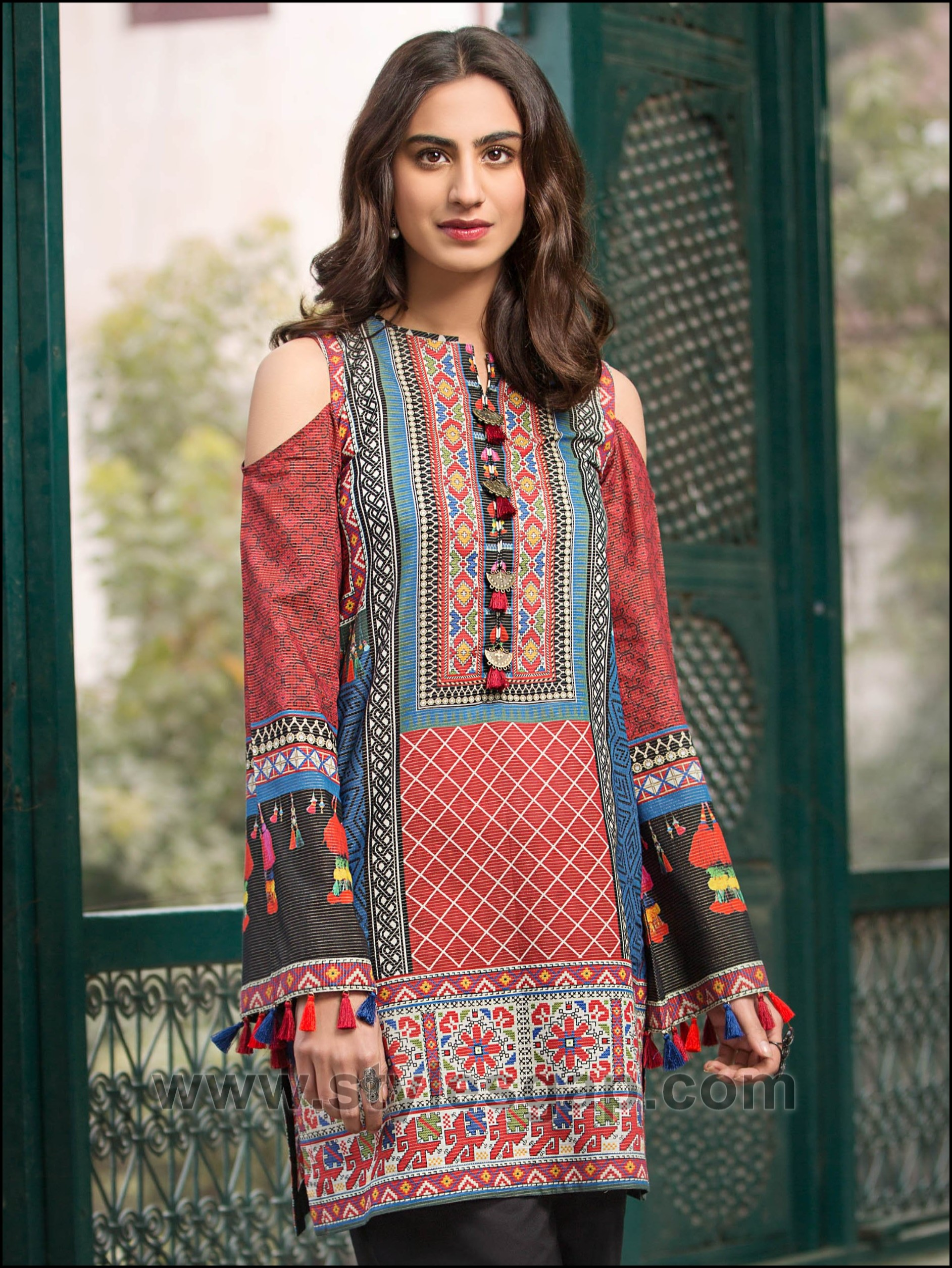 9b760b52bb6e Check out the amazing chic designs of latest summer lawn kurta trend posted  for you below!