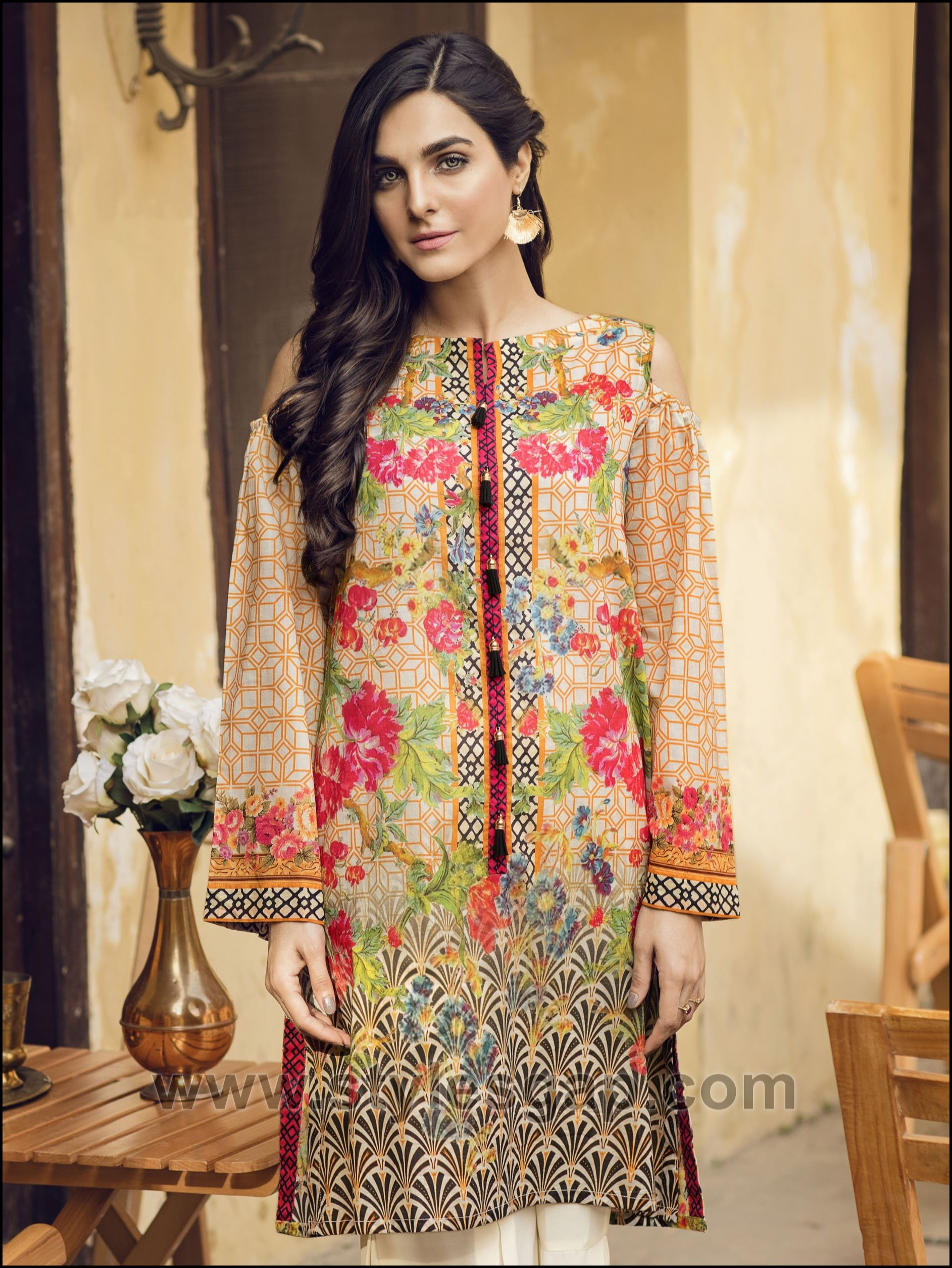 d45f44e26e ... birthdays in a comfortable and adorable outfit pairing a kurti with a  bottom of your choice. Check out the amazing chic designs of latest summer  lawn ...