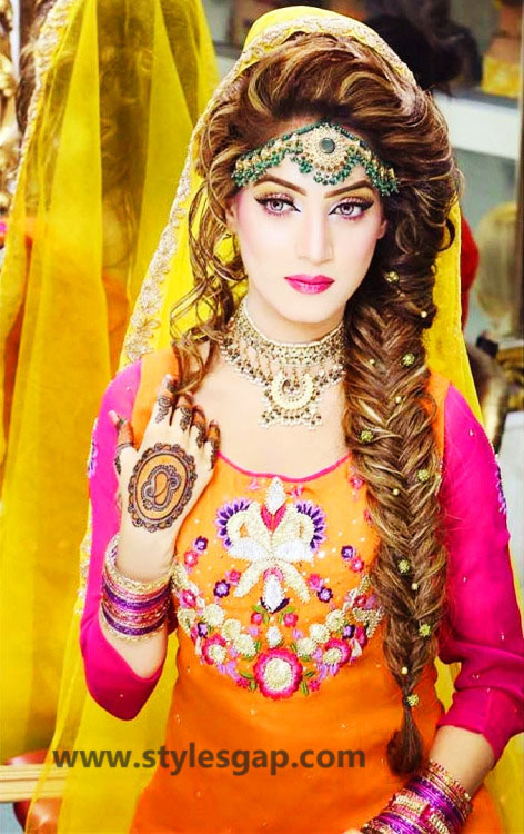 Mehndi Party Hairstyle : Mayun bridals makeup looks dresses designs  trends