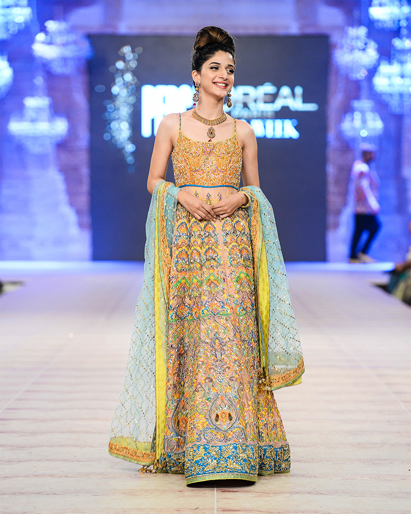 Nomi Ansari Heavy Embroidered Bridal Collection 2016-2017 (40)