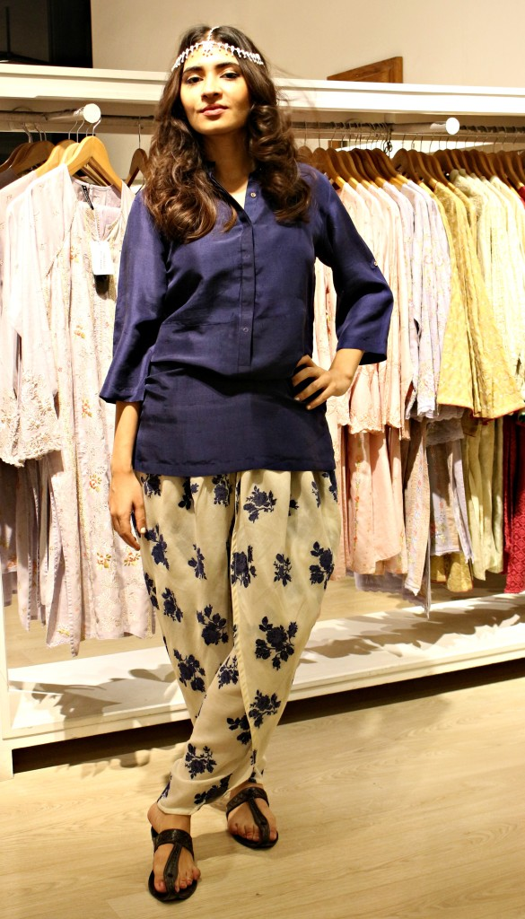 Types & Styles of Tulip Pants Latest Trends 2016 in Pakistan- Printed (4)