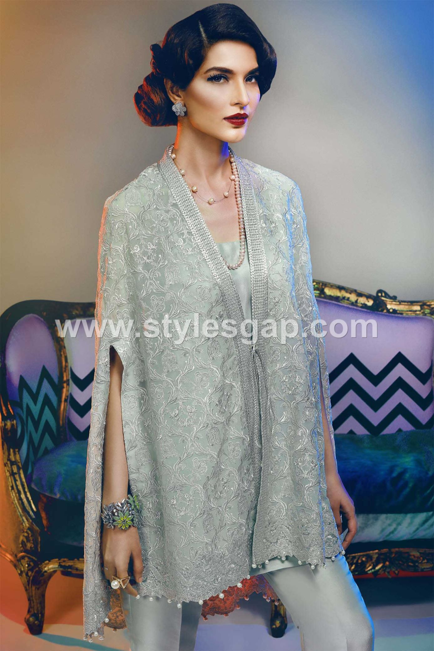 latest-pakistani-cape-style-dresses-for-weddings-4