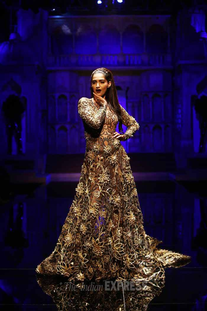 Abu jani & Sandeep Khosla- Top 10 Popular & Best Indian Bridal Dresses Designers- Hit List (2)