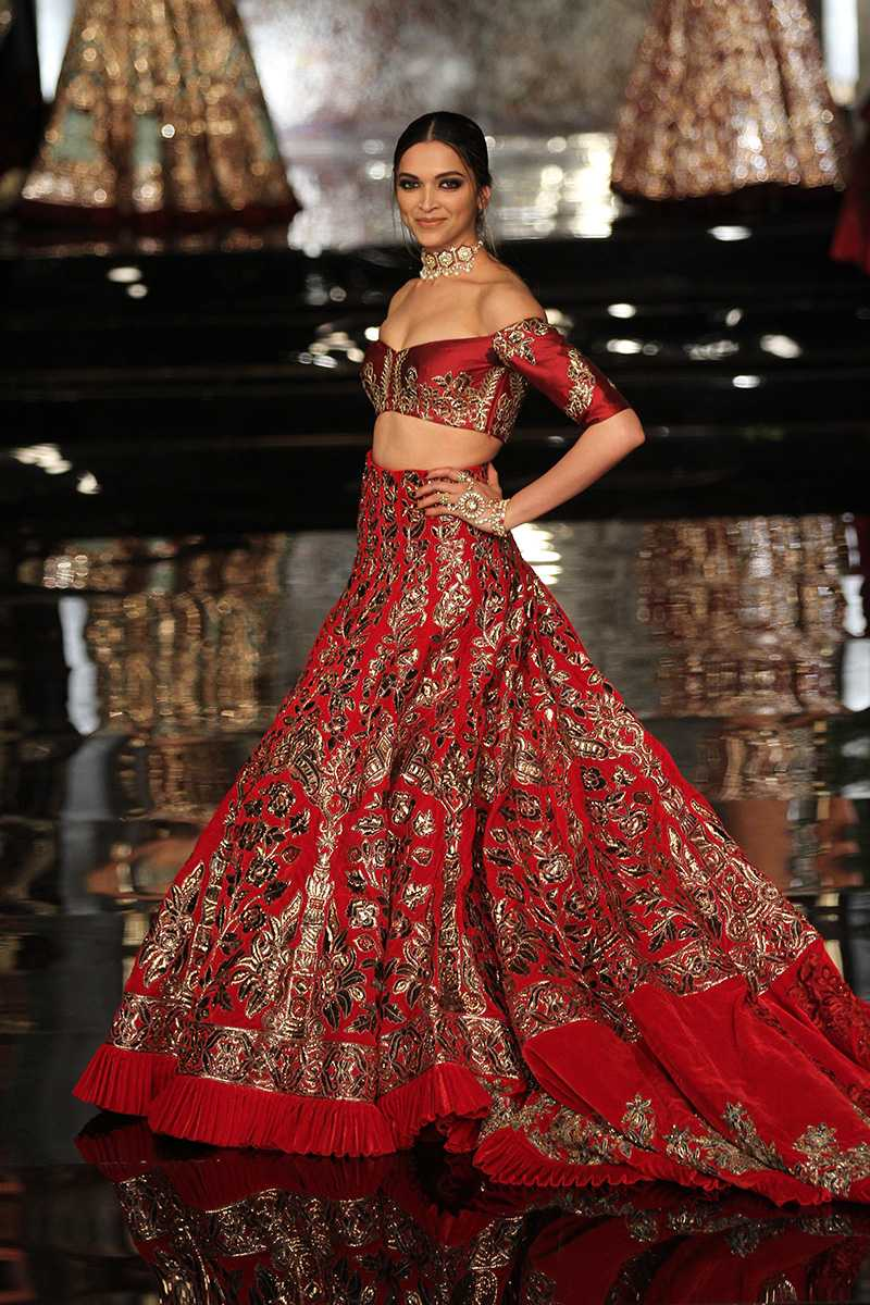 Manish Malhotra-Top 10 Popular & Best Indian Bridal Dresses Designers- Hit List (2)
