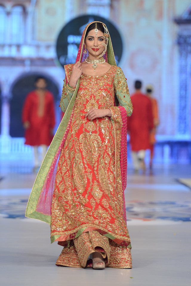 nomi-ansari-top-10-best-popular-pakistani-bridal-dresses-designers-3