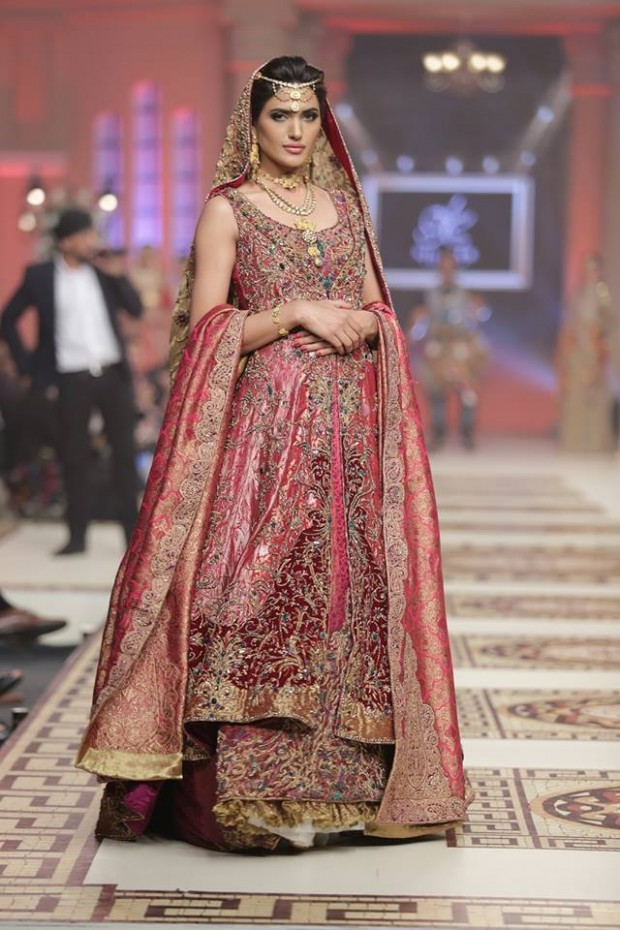 sana-safinaz-top-10-best-popular-pakistani-bridal-dresses-designers-1