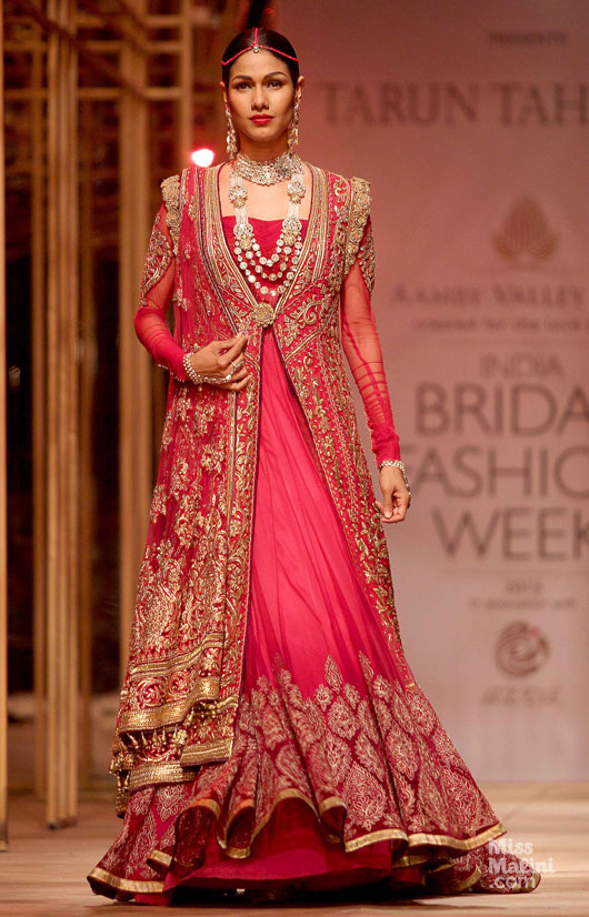 Tarun-Tahiliani-Top 10 Popular & Best Indian Bridal Dresses Designers- Hit List (4)
