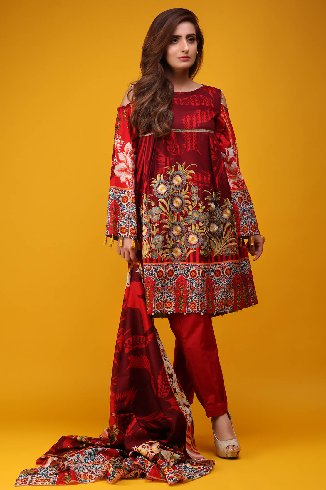 49f74ec9a0 It is said that it does not create, but it innovates unique designs and  prints for its customers. Girls and women of different ages opt for warda  for its ...