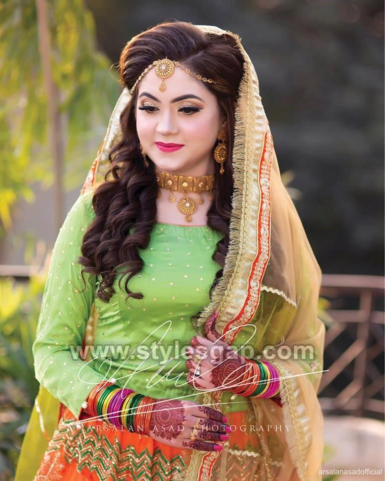 Latest Bridal Mehndi Dresses Designs 2019,2020 Collection