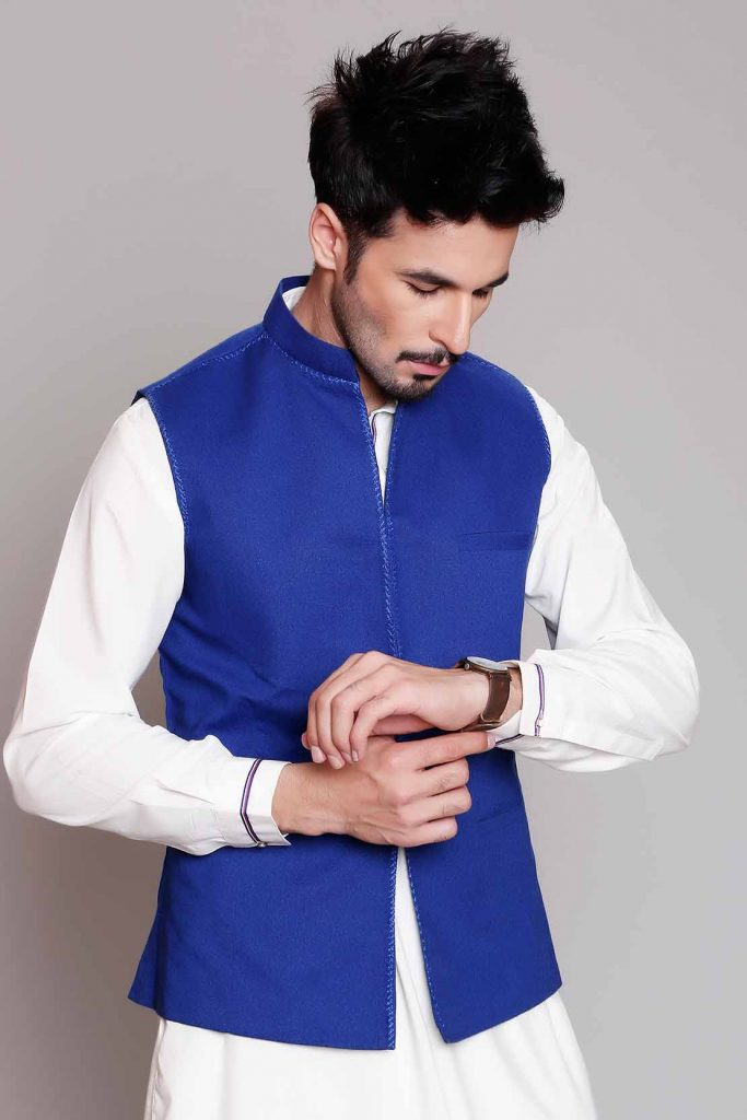 9c7d4a1e0ce Kurta Shalwar is the hottest fashion trend for young boys and aged men as  well. This dressing is extremely popular in Pakistan