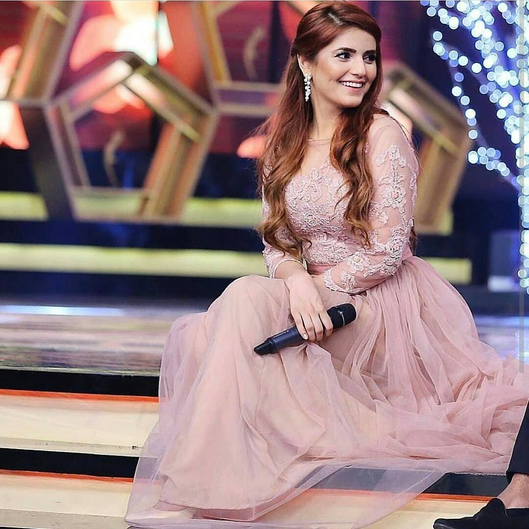 Momina Mustehsan- Top 10 Best Dressed Celebrities at PEL 5th Hum Awards 2017 (3)