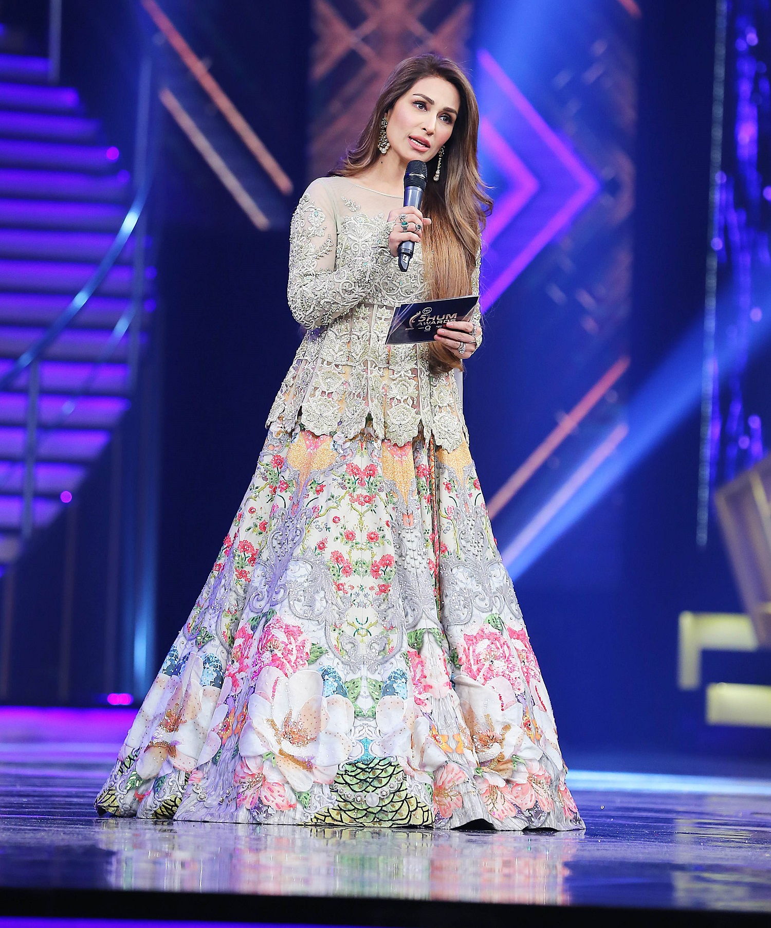 Reema Khan- Top 10 Best Dressed Celebrities at PEL 5th Hum Awards 2017 (3)