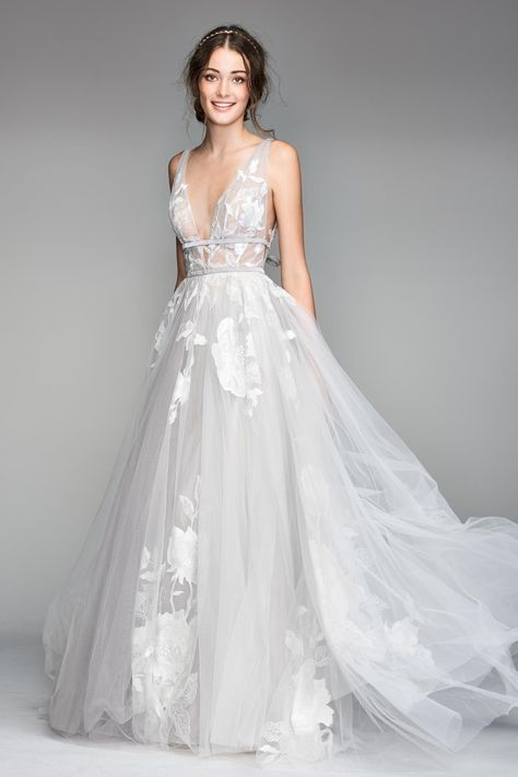 0f4f8e7b80f3 For summer weddings organza can be a perfect option. Organza should not be  used to create drapes but it is perfect to add volume to wedding dresses in  the ...