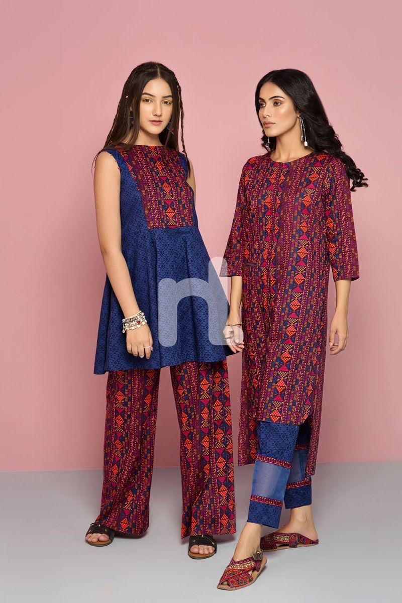 8fcc033fd9 Either of the designs will look perfect as long as the fabric carry the  label of Nishat. Fusion of striking and appealing colors are the hallmark  of this ...