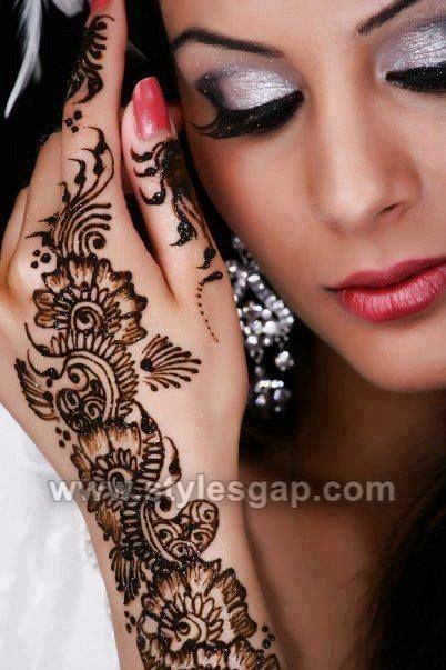Chic Glitter Mehndi Designs (21)