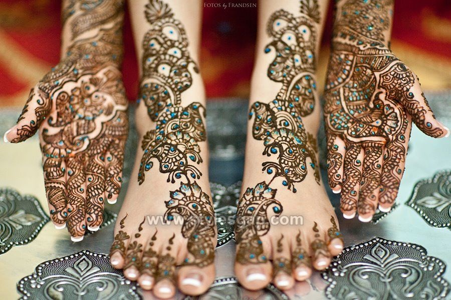 Hands & Feet Glitter Mehndi Designs (18)