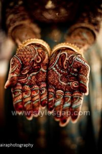 Stylish Bridal Glitter Mehndi Designs (2)