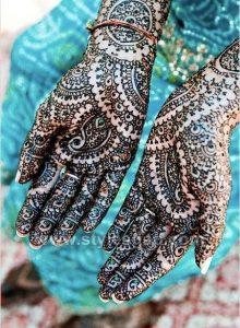 Stylish Heavy Glitter Mehndi Designs (25)