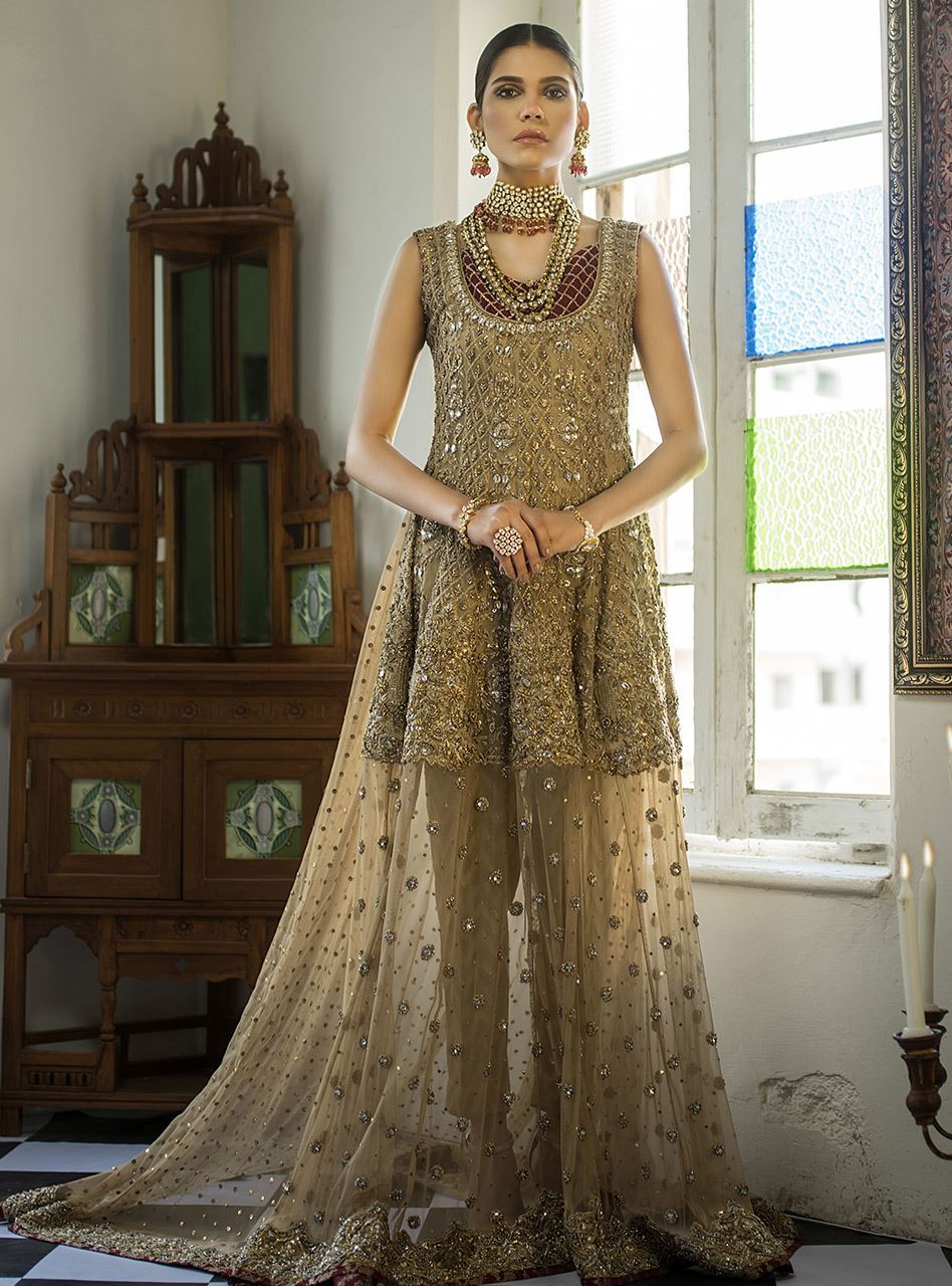 f2b6d418d49 No fashion week or Bridal Couture is complete without pretty models donning  into the alluring and magnificent dress series by Chottani.