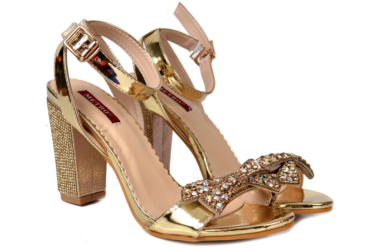 Metro Shoes Stylish Winter Footwear Designs