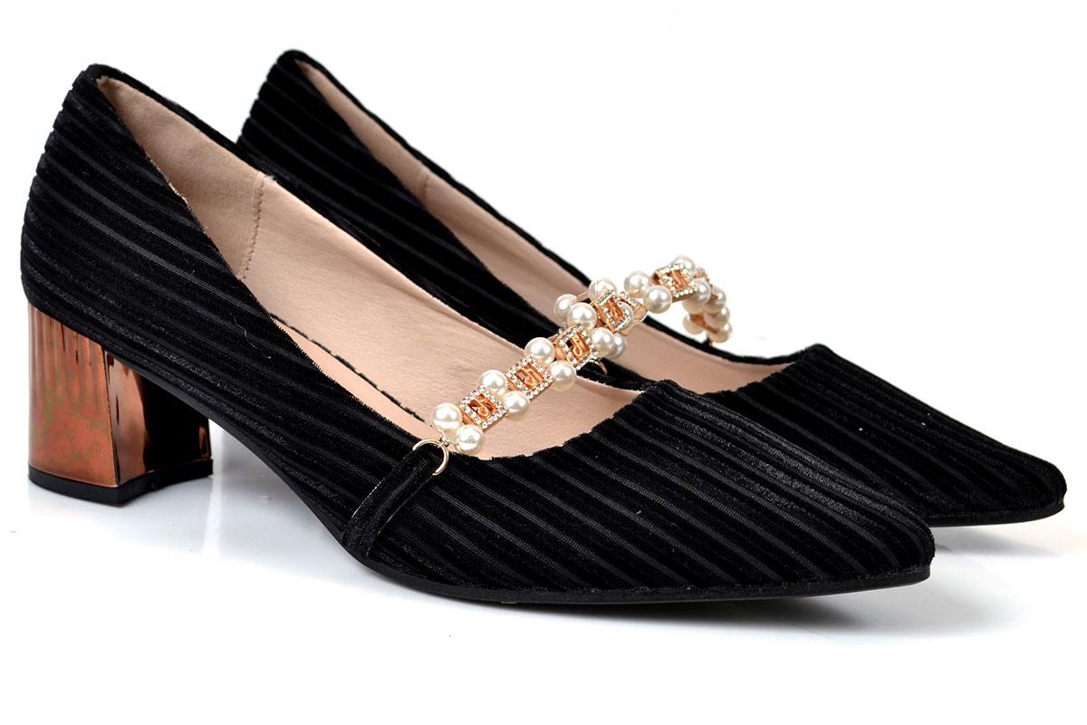 Metro Shoes Stylish Winter Footwear