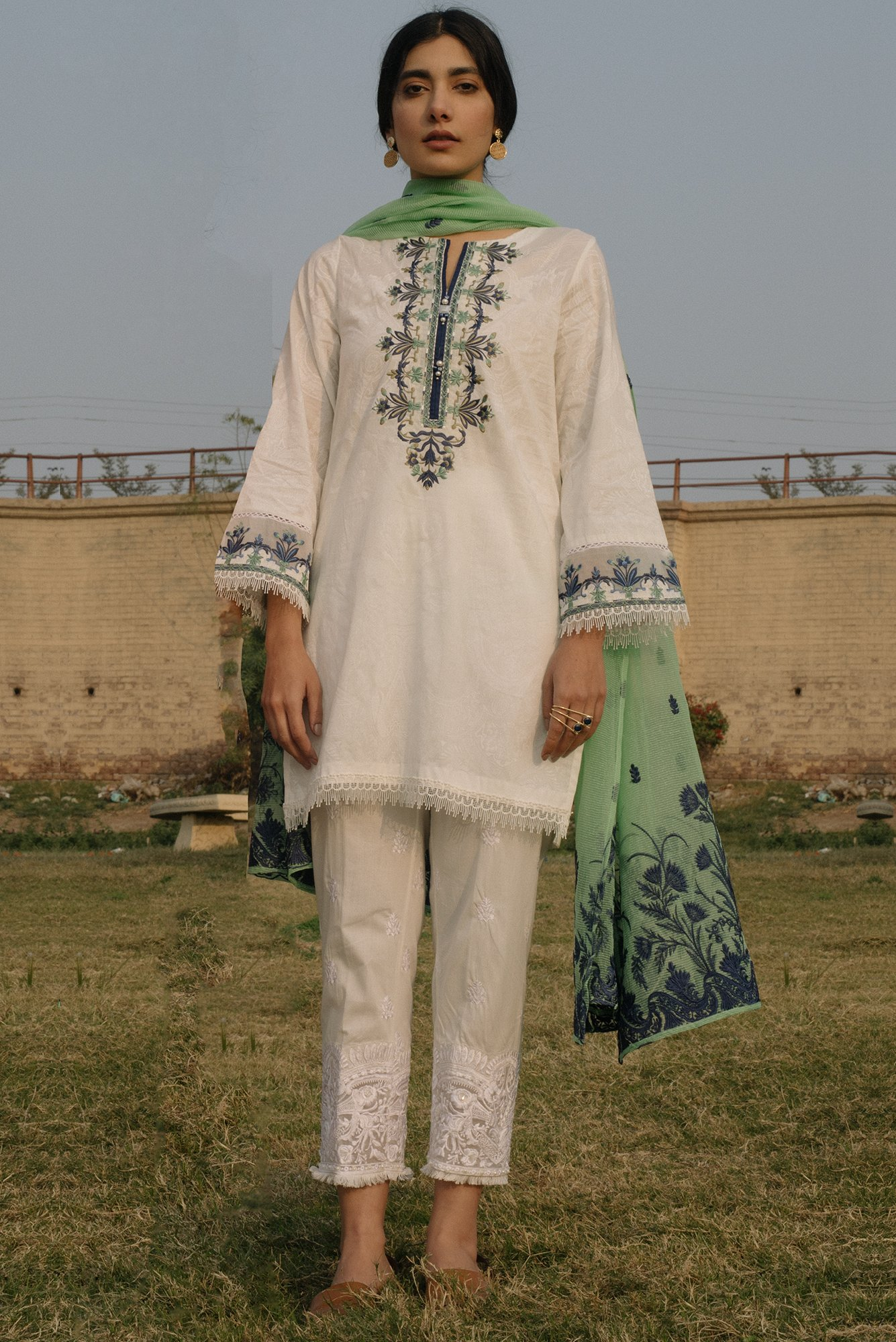 White Ladies Shalwar Kameez Latest White Dresses Trends Shalwar
